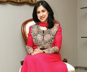 Anjana Sahney Thakker1